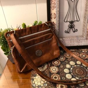 Great and roomy Relic shoulder purse